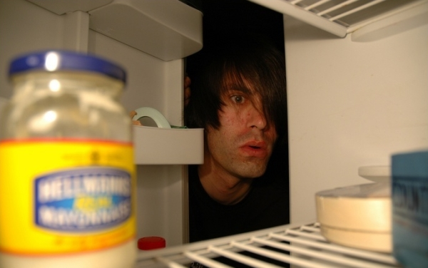 Преступник спрятался в холодильник