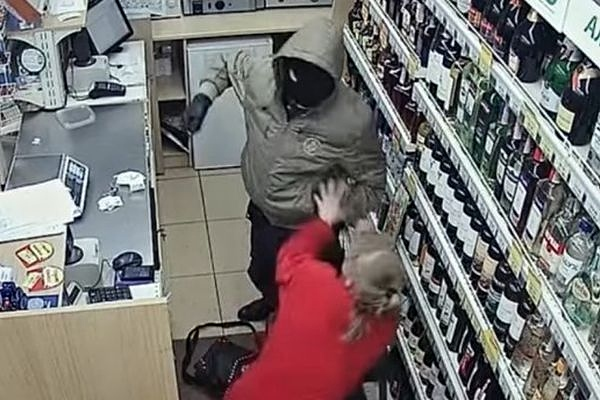 Нападение на продавщицу