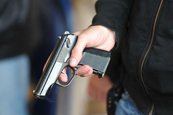 В колледж с пистолетом
