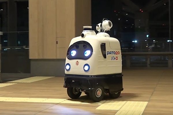 Антикоронавирунсый робот